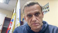 Pro všechny případy oznamuji, nemám v plánu se oběsit na okenní mříži, vzkázal Navalnyj z vězení