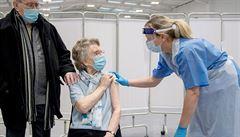 AstraZeneca by se neměla dávat ani lidem starším 60 let, lepší jsou vakcíny jako Pfizer, říká EMA