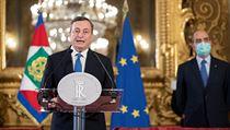 Der frühere Gouverneur der Europäischen Zentralbank, Mario Draghi, Präsident im Hintergrund ...