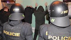 'Papaláši' hodují, policie přešlapuje. K vymáhání protiepidemických nařízení chybí novela zákona