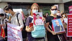 Desetitisíce lidí v Barmě opět vyšly do ulic protestovat proti převratu a zadržování vůdkyně Su Ťij