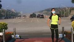 Video barmské trenérky způsobilo senzaci. Při cvičení zachytila i začátek vojenského převratu