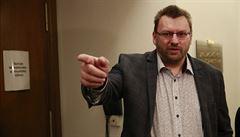 VIDEO: Volný a Bojko opět odmítli ve sněmovně roušky, Vondráček je vykázal. 'Fuj,' křičeli za nimi poslanci