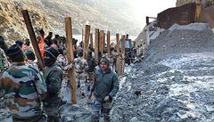 Po zřícení ledovce do indické přehrady zemřelo nejméně 18 lidí, většinou zaměstnanců hydroelektráren