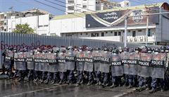 Lidé s protesty nepřestanou. Vojáci v minulosti do demonstrantů i stříleli, říká Čech od hranic s Barmou