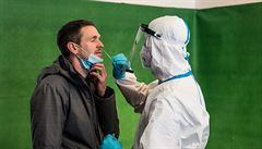 Za čtvrtek přibylo nejméně nakažených od půlky prosince. Klesá i obsazenost nemocnic