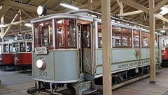 Secese na kolejích. Primátorská tramvaj č. 200 od Jana Kotěry je malý designérský skvost