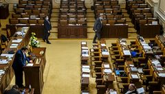 Postihy firem za porušování restrikcí sněmovna opět odložila. Senátorům přijdou sankce likvidační