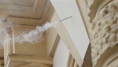 Kuberu na budově teplického magistrátu připomíná cigareta. Občas z ní vyjde dým