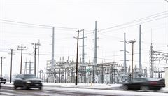 Miliony lidí na jihu USA dál čelí absenci elektřiny a vody při třeskutých mrazech, mrtví přibývají
