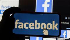 Facebook po novém rozhodnutí o exprezidentovi Trumpovi čelí kritice ze všech stran