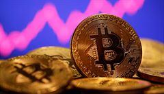 Cena kryptoměny trhla rekord. Bitcoin poprvé překonal bájnou hranici 50 tisíc dolarů