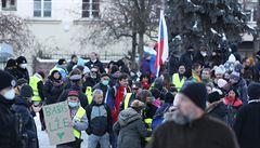 V Praze pochodují kvůli nesouhlasu s restrikcemi zhruba tři stovky lidí v rámci Valentýnského pochodu