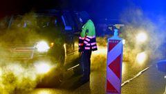 Začala uzávěra okresů Cheb, Sokolov a Trutnov, střeží je stovky policistů. Platí ale výjimky