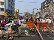 Nepokoje v Barmě pokračují. Bezpečnostní složky při demonstraci zabily přes 80 lidí