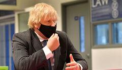 'Žádné další zas*ané lockdowny. Ať se mrtvoly vrší po tisících,' měl říct britský premiér. Sám to popírá