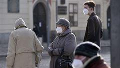 Nenošení respirátoru řeší policisté domluvou. Prohřešky proti opatřením jsou zatím spíš ojedinělé