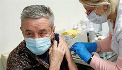 Otevírá se registrace k očkování pro lidi nad 55 let. Mohou se hlásit přes web nebo u lékařů