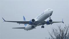 Další problém s Boeingem 737. Při letu v USA musel kapitán vypnout motor, letadlo bezpečně přistálo
