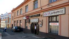 Developer začal bourat legendární restauraci Na Vlachovce. Na jejím místě vyroste v Libni bytový dům