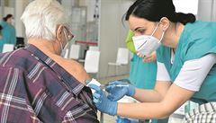 Za týden by se očkování mohlo otevřít pro šedesátníky, k normálu se vrátíme koncem července, řekl Babiš