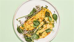 Červené zelí, špenát a brokolice. Dopřejte si vydatnou tofu omeletu