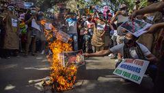 Lidé v Barmě zažili podle zmocněnkyně OSN 'nejkrvavější den' v historii země. Při demonstracích zemřelo 38 lidí