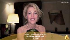 Gillian Andersonová převzala Zlatý Globus na dálku z Prahy
