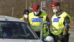 Policie za první týden nepustila přes hranice okresů 10 500 vozidel