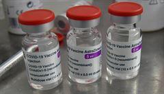 Vakcína AstraZeneca může způsobit alergické reakce, uvádí EMA. Firma obavy z vedlejších účinků odmítá