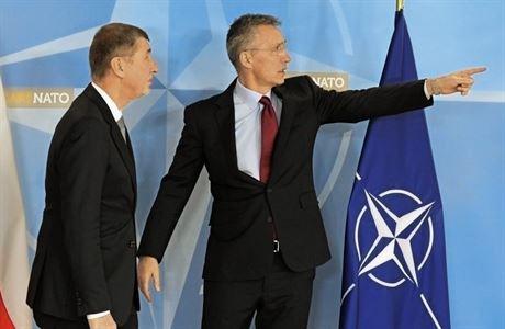 'Spojenci vyjadřují vážné znepokojení.' NATO v usnesení podpořilo tvrdý postoj Česka proti Moskvě