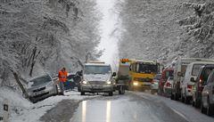 Část silnic v Česku pokryl sníh, stalo se několik nehod. Platí výstraha před námrazou pro celou ČR