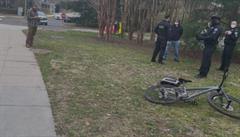 Policie zatkla u sídla viceprezidentů USA muže z Texasu, v autě měl útočnou pušku a pět zásobníků