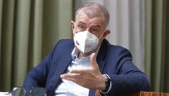 Komise chce důsledněji chránit unijní fondy před střetem zájmů, řekl v reakci na Babišovu kauzu Hahn