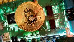 Černý týden pro bitcoin. Jeho cena klesla o 13 procent, je na nejnižší hodnotě od února