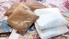 Plzeňští kriminalisté zadrželi dealery drog a přes dva kilogramy kokainu