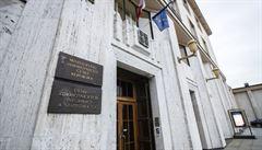 Před budovou ministerstva zdravotnictví v Praze se zastřelil 50letý muž. Motiv zatím není známý