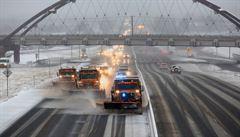 Centrální část USA sužují tornáda, silný déšť a sněhové bouře. Hrozí záplavy