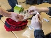 Hasiči budou v úterý rozvážet do krajů čtyři miliony antigenních testů pro školy