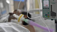 V Česku přibylo ve středu 7015 nakažených, reprodukční číslo stouplo na 0,73. Epidemie stále zpomaluje
