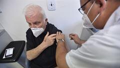 Na očkování se smí registrovat další věkové kategorie, Babiš převezme vakcíny od Maďarska