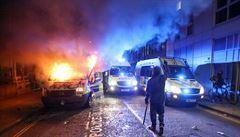 Protesty v Bristolu přerostly v nepokoje. Při střetu s demonstranty utrpělo zranění nejméně 20 policistů
