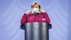 Hrdinka první vlny ztrácí podporu. Popularita kancléřky Merkelové i její strany utržila tvrdé rány