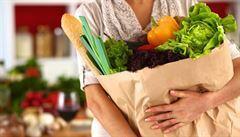 DOBA PLASTOVÁ: Proč není používání papírových tašek ekologičtější než používání plastových?