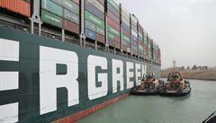 Událost v Suezu zasadila evropskému trhu další ránu. Havárii na vlastní kůži pocítí i čeští spotřebitelé