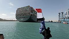 Suezský kanál je už sice v provozu, ve frontě ale stále čeká 300 lodí. Egypt vyšetřuje okolnosti nehody