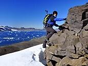 Osmnáct kilo hlíny z Antarktidy. Polárnice Jana Smolíková popisuje, co všechno se dá vyčíst z ledu