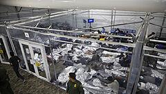 Na americko-mexické hranici započala velká migrační vlna. Běženci využili vstřícný Bidenův postoj