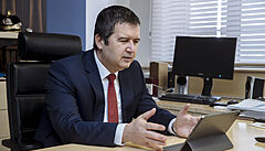 Skončil sjezd ČSSD. Strana by měla podpořit přijetí eura i progresivní zdanění, zaznělo během debaty
