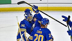 Hertl pomohl dvěma asistencemi k výhře Sharks, Voráčkova přihrávka Flyers nespasila